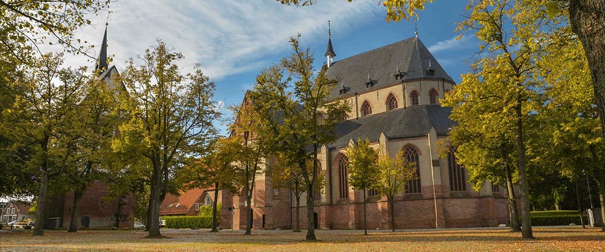 Nörder Marktplatz mit seiner Ludgeri-Kirche